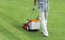 バッテリー芝刈機